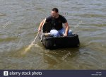 traitional-coracle-fisherman-on-the-teifi-river-at-cardigan-ceredigion-C5YJHA.jpg